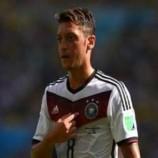 Paul Breitner Meminta Joachim Low Untuk Mencadangkan Mesut Ozil