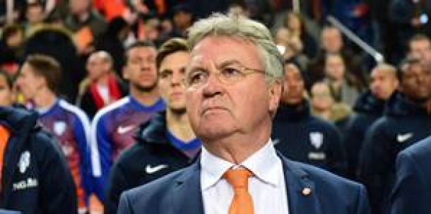 Chelsea Tunjuk Guus Hiddink