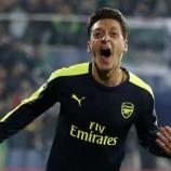 Cara Arsenal Pertahankan Ozil